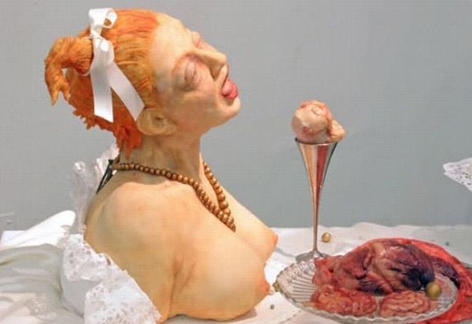 Торт изготовленный в форме жертвы