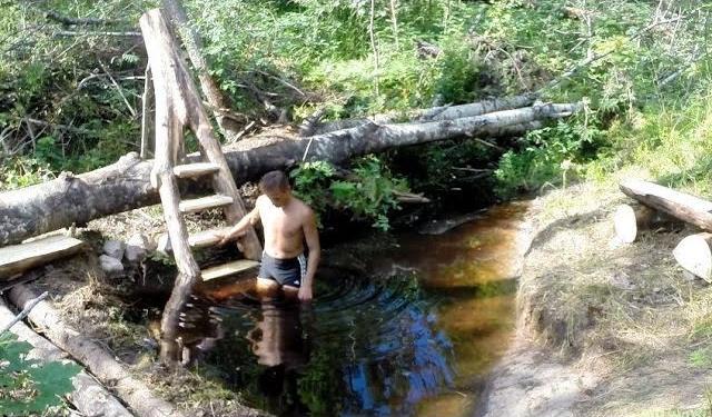 Запруда на ручье – рукотворный водоем и самодельная лестница
